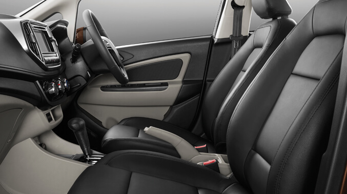 Semi Sculptured Leather Seats *